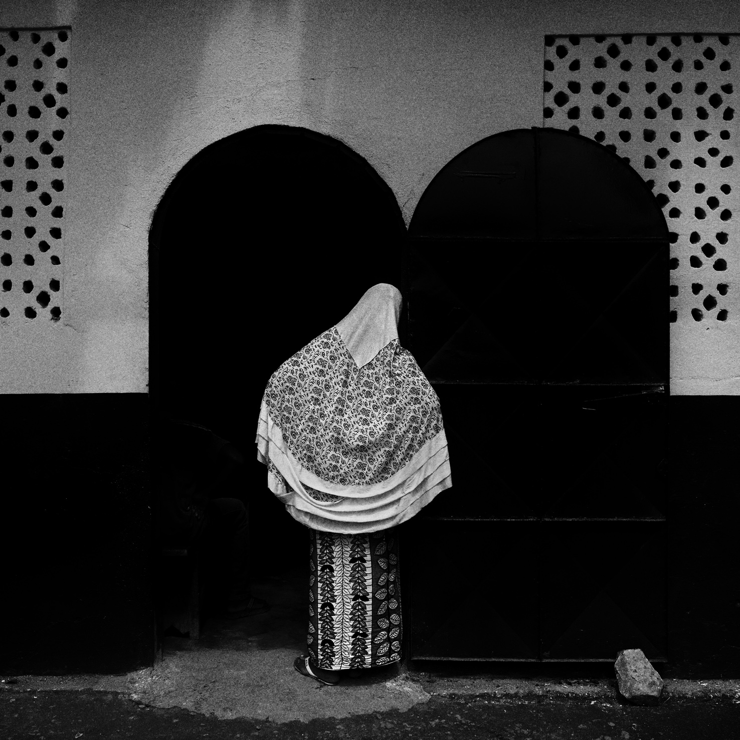 CENTRAL AFRICAN REPUBLIC. December 03, 2015. Bangui. Muslim neighborhood PK5. A displaced Muslim woman get access to the female area of the mosque. Following the violences erupted in the country, there are almost a million of internal displaced persons.    © Luca Sola 2015